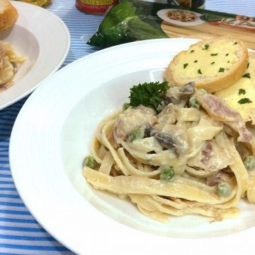 Creamy Fettuccine Carbonara with Mushroom and Bacon