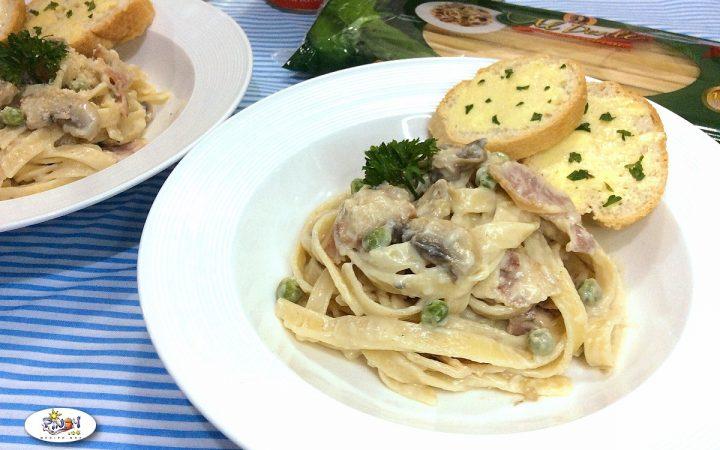 Creamy Fettuccine Carbonara with Mushroom and Bacon