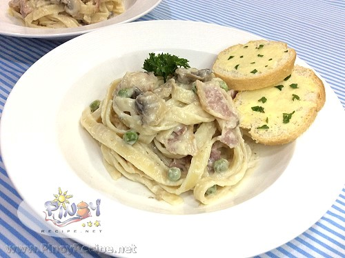 Creamy Mushroom and Bacon Fettuccine Carbonara Recipe
