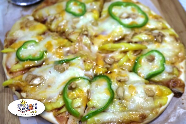 Mango Pizza Recipe from Guimaras Island - The different flavors within the pizza plus the different textures that mix into one another make this a local favorite. Plus, it's pretty easy to make. Try it out for yourself!
