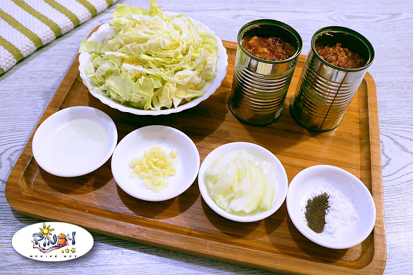 Ingredients of Corned Beef with Repolyo